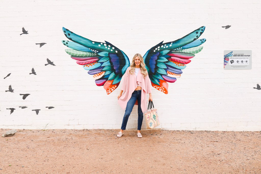 The best Instagrammable Walls in Phoenix and Mesa, Arizona. Instagram-worthy locations and outfits.