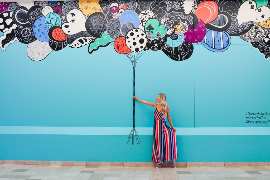 The best Instagrammable Walls in Phoenix and Mesa, Arizona. Instagram-worthy locations and outfits. Mural by Kelsey Montague