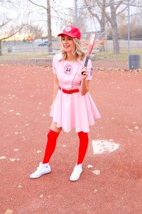 A League of Their Own Costume - Baseball Halloween Costume - costume ideas for women - Dottie costume - #baseball #halloween #movies #costumeideas #costume
