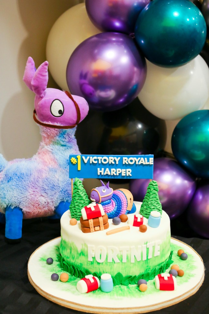 Fornite Party ideas - cake and balloon decorations - Fortnite themed birthday