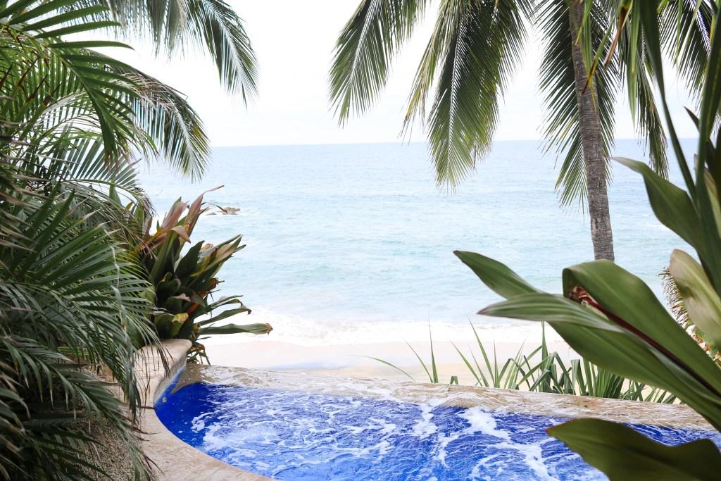 Playa Escondida hot tub