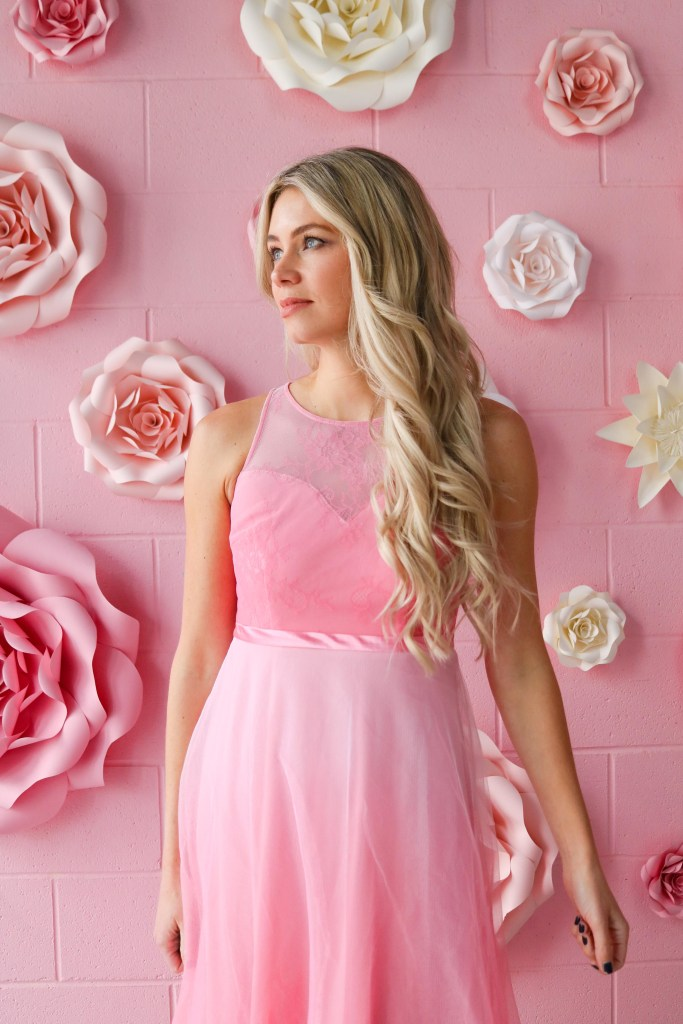Blonde Hair Extension Makeover - Vogue Pearl beaded hair extensions that don't wreck your hair! Find out how to achieve this gorgeous hair style! #hairstyles #hair #hairextensions #makeover #spring #hairtutorial #blonde