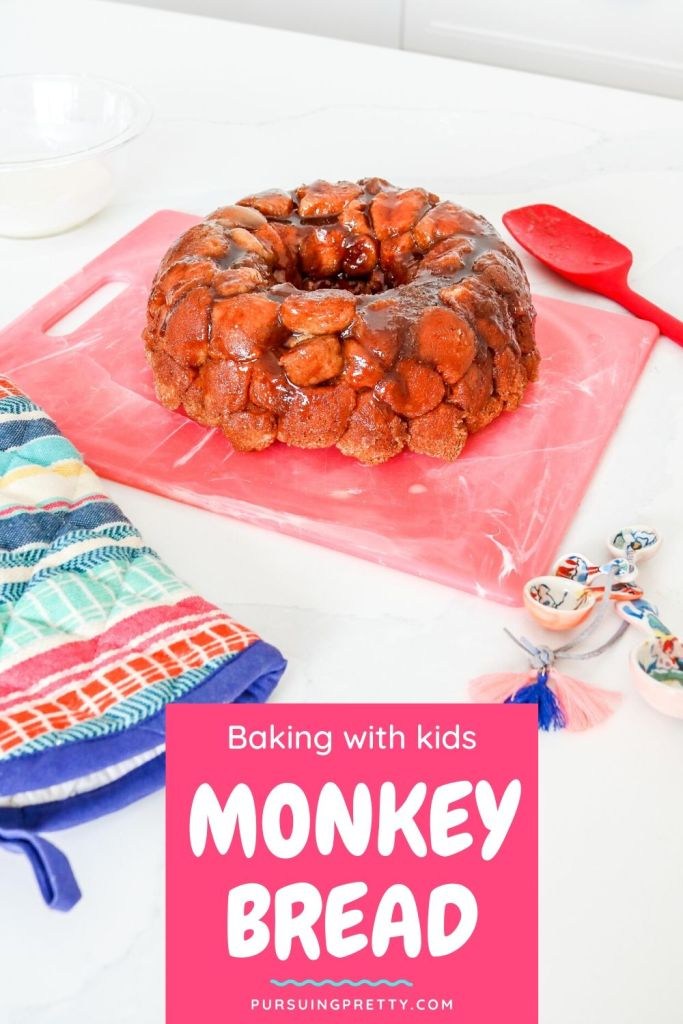 MONEY BREAD with Biscuit Dough - easy baking recipes with kids! Delicious, gooey, cinnamon, sugar pieces that you can eat with your fingers! Recipe includes vanilla icing for dipping! #recipes #desserts #kids #snacks