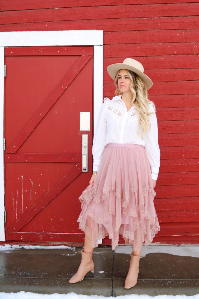 Calgary Stampede outfit inspiration- cowgirl chic style - country girl fashion - pretty cowgirl ooutfit - lace skirt, western top, cowboy hat