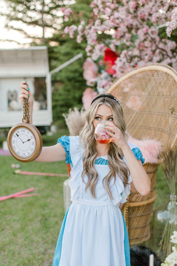 Alice in Wonderland photoshoot ideas - wine o'clock