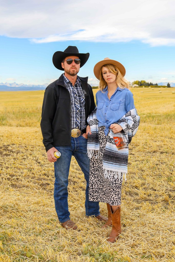 Rip Wheeler and Beth Dutton Halloween Costume - Yellowstone Halloween Costume Ideas - Beth Dutton quotes - Western couple costume - couples costume ideas - Yellowstone TV series #halloween #costumes #yellowstone #bethdutton #cowgirl