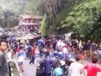 Suasana usai terjadi tabrakan beruntun yang melibatkan 3 kendaraan di tanjakan Kalijambe, Bener Purworejo, Kamis (8/4/2021).