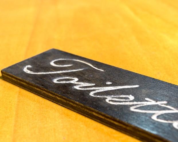 insegne di legno incisione a mano libera