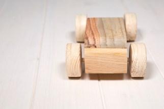 Giocattoli di legno - particolare macchina di legno