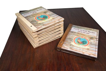 Portamenu in legno Kalsa