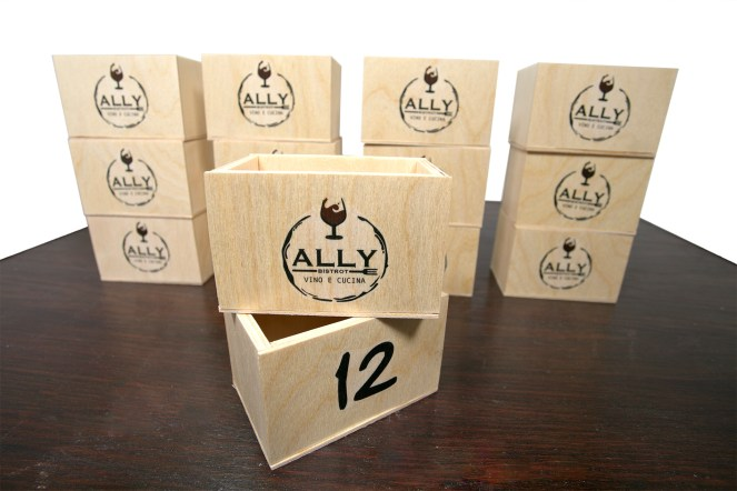 segnatavolo di legno Ally
