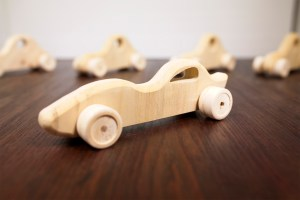 Macchinine di legno