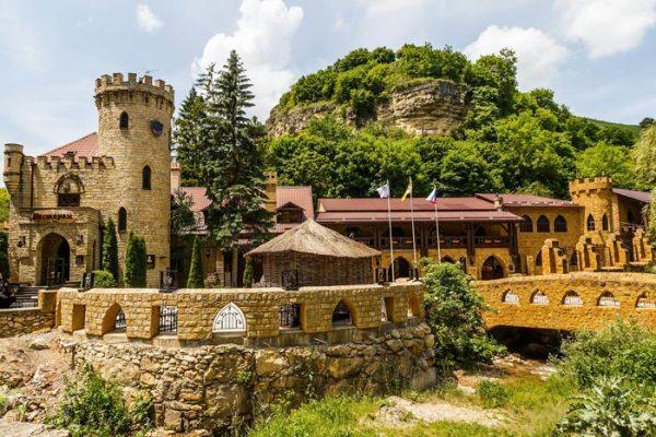 Замок коварства и любви - Достопримечательности ...