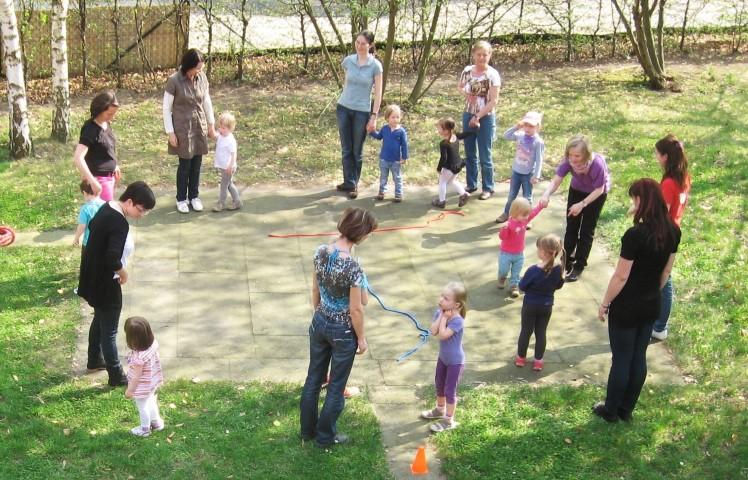 Kindersport im Garten