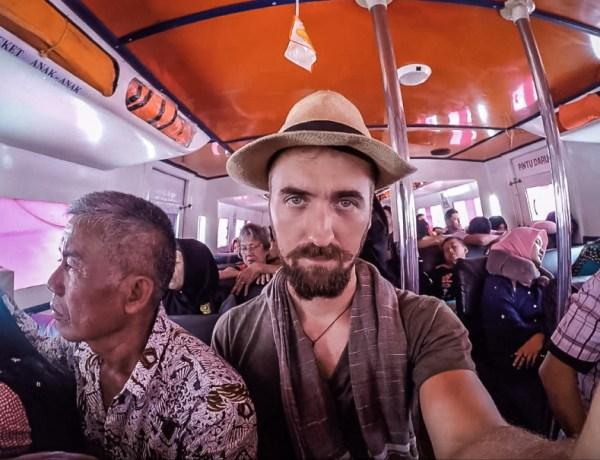 Klaustrofobična plovidba morem u indonezijskom malenom čamčiću