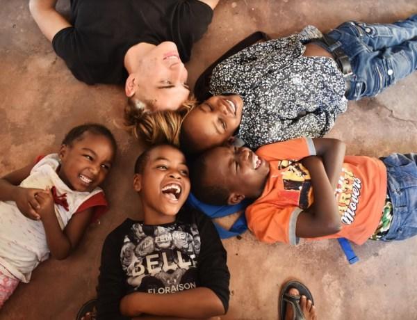 Volontiranje u Tanzaniji – Romano pomaže djeci