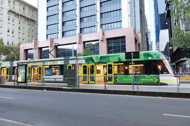 Keliling Kota Melbourne Dengan Tram Yang Klasik Abis!