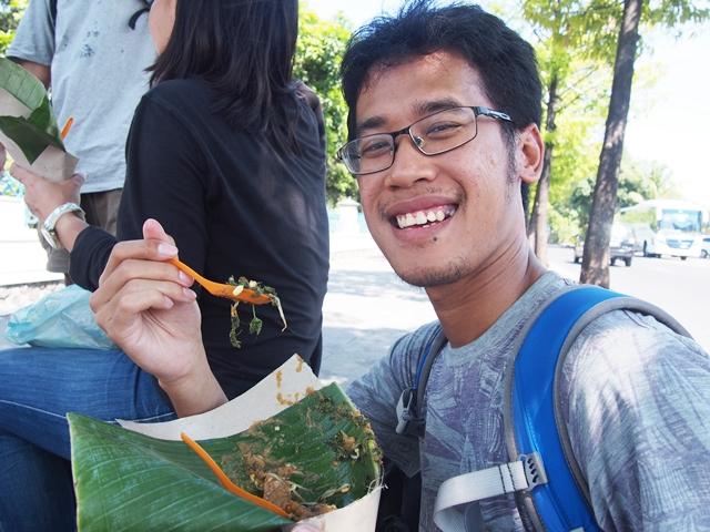 Mencicip Pecel Semanggi Khas Surabaya Yang Kini Mulai Langka