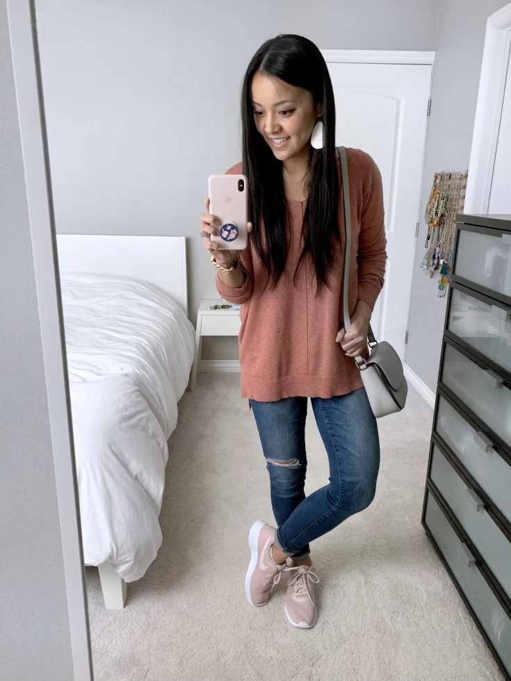 Pink Sweater + Skinny jeans distressed + Pink Sneakers + Gray bag