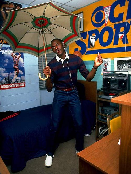 Michael Jordan em seu quarto no colégio