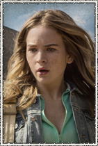Britt Robertson como Angie McAlister. Uma garçonete que sonha em escapar de Chester's Mill.