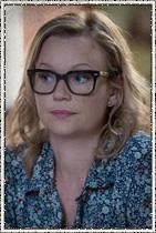Samantha Mathis como Alice Calvert. Parceira de Carolyn Hill.