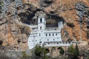 Manastir OSTROG: SVETO MJESTO koje posjećuju ljudi iz SVIH KRAJEVA SVIJETA