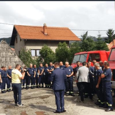 Predsjednik opštine Pljevlja posjetio i nagradio vatrogasce koji su učestvovali u akciji spašavanja putnika prevrnutog autobusa