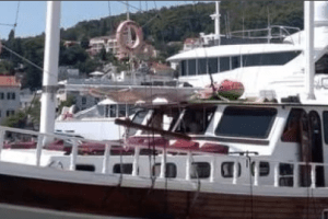 I dalje prijeti opasnost na brodu na kojem su se otrovali turisti: Pozlilo policajcu i vještaku