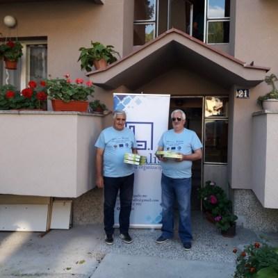 """NVO """"LEGALIS"""" nastavlja aktivnost podjele Led panela stambenim ulazima u Pljevljima"""