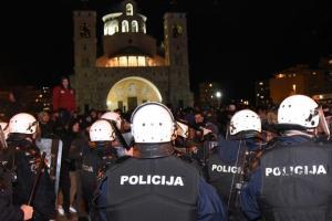 Mitropolija: Ne podržavamo nasilje demonstranata, niti prihvatamo bilo kakvu odgovornost za incidente
