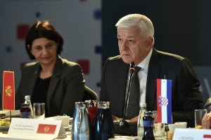 Vlada otvorena za razgovor s Mitropolijom