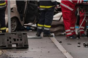 TEŠKA NESREĆA NA IBARSKOJ KOD TAVNIKA, DVOJE POGINULIH: Auto CG tablica iz Rožaja udario u autobus, saobraćaj u prekidu