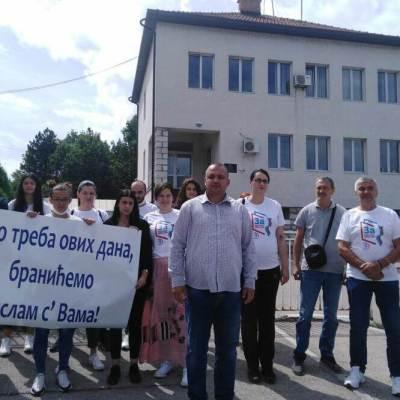 Protest ispred CB Pljevlja: Policija zna ko su izgrednici, imamo snimke