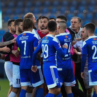 Po tri utakmice suspenzije za trojicu igrača Zete: Vrijeđanje, psovanje i udaranje