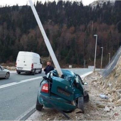 Udes kod tunela Ivica: Objavljena fotografija smrskanog automobila