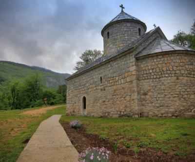 Opština Pljevlja nastavlja poslove na asvaltiranju puta prema manastiru Svetog Arhangela Mihaila