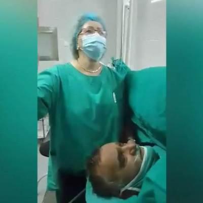Snimak iz bolnice u Srbiji: Ljekari i pacijent pjevaju tokom operacije