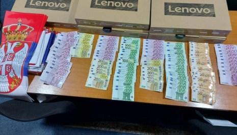 Kod srpskih državljana i Pljevljaka na granici pronađena veća količina novca, lap topovi i zastave Srbije