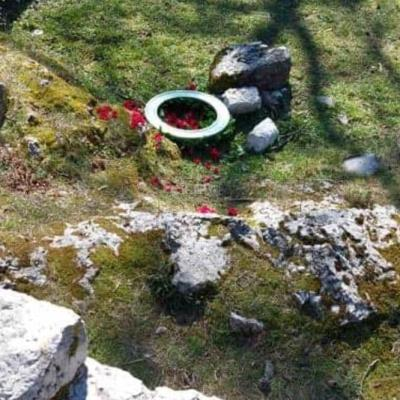 Vladina delegacija položila vijenac na grob kralja Nikole, demonstranti ga uklonili