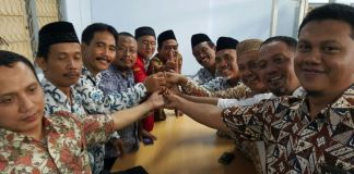 Anggota PDM Jombang 2015-2020 berfoto bersama setelah menetapkan DR Abd. Malik sebagai Ketua (foto: sukadiono)