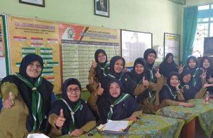 Guru-guru di Banyuwangi bangga berseragan HW. (Foto: Dok Pribadi)