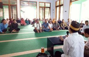Jama'ah begitu antusias mendengarkan paparan Prof Wahyudi Siswanto di Pengajian Ahad Pagi PCM Wagir. (Foto: Izzudin)
