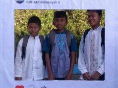 Para peserta didik baru SMPM 9 Surabaya berpose di pojok selfie