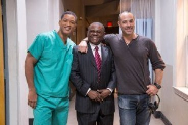"L-r, Will Smith, the real Bennet Omalu, and director Peter Landesman on the set of Columbia Pictures' ""Concussion."""
