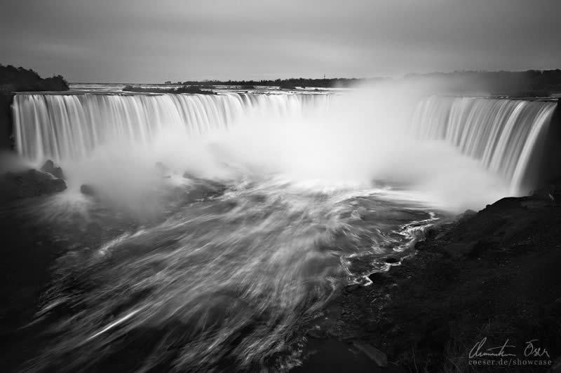 Niagara Falls at the border of Ontario ( Canada ) and New York ( USA )