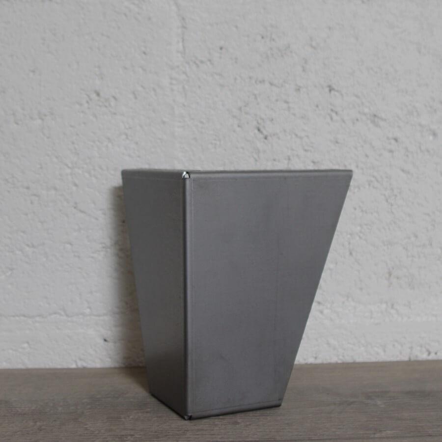 pied de meuble en acier 15cm ou 17cm ref vest15 17