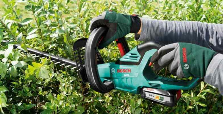 Top 8 Best Cordless Hedge Trimmers – Reviews & Comparison