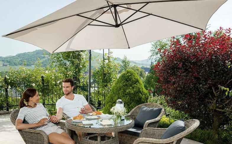 Best Cantilever Parasol Review - Top 5 Models compared.