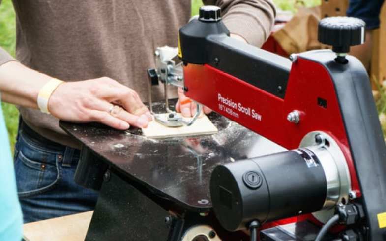 The Best Scroll Saws – Buyers Guide and Detailed Reviews 2019